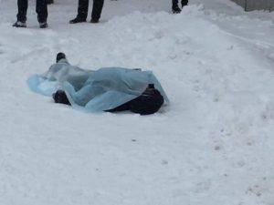 Убивающее равнодушие: посреди улицы тело мужчины пролежало полдня