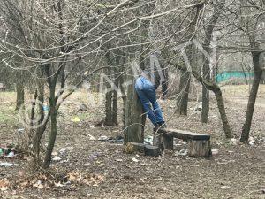 В Мелитополе наркоман повесился в парке, — ФОТО 18+