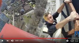 Смертельный трюк: запорожские экстремалы покоряли 16-этажку (Видео)