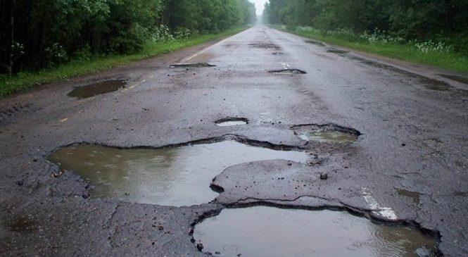 Пользователь соцсети: в Запорожье ДТП из-за ям на дороге