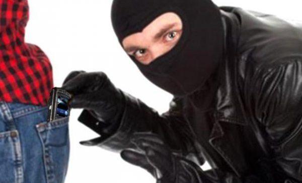 Житель Запорожья украл телефон у иностранки