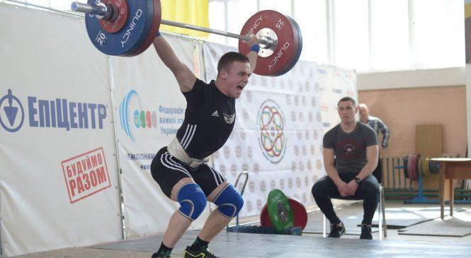 В Запорожье стартовал чемпионат города по тяжелой атлетике (ФОТО)