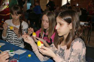 Накануне праздника для запорожцев провели мастер-класс по декорированию пасхальных писанок (Фото)