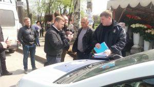 В сквере Яланского пытались начать вырубку деревьев, прибыла полиция (Видеотрансляция)