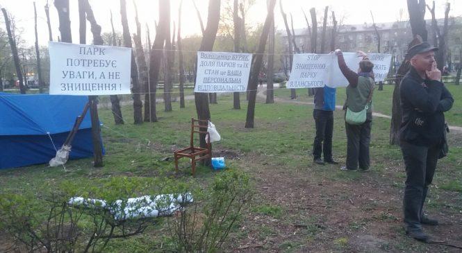 «Последнее предупреждение для власти»: защитники запорожского парка просят президента разобраться с беспределом