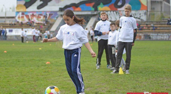 В Запорожье прошел открытый урок по футболу для 150 детей — ФОТОРЕПОРТАЖ