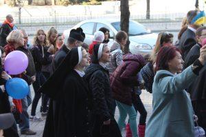 Прихожане разных церквей отметили Пасху праздничным шествием по центру Запорожья — ФОТОРЕПОРТАЖ