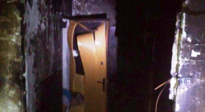 В запорожской многоэтажке 24 спасателя боролись со стихией