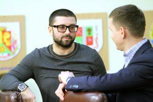 Запорожский депутат похудел на 22 кг ради айфона