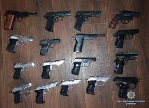 Жители Запорожской области добровольно сдали около двадцати пистолетов (Фото)