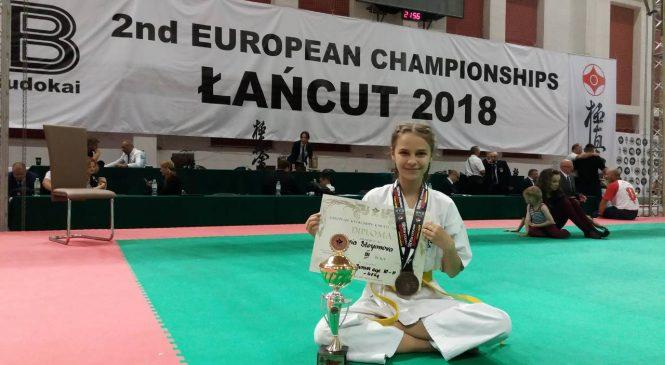 Юная каратистка из Запорожья привезла медаль из чемпионата Европы (Фото)