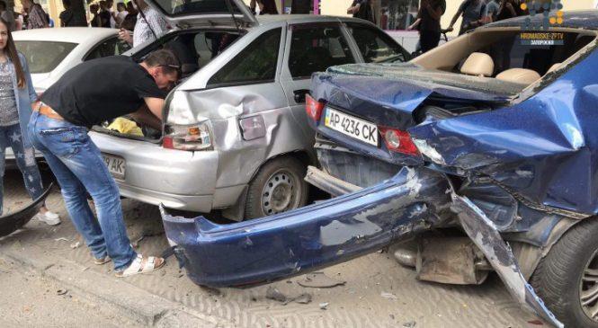 Пьяный водитель Лексуса спровоцировал масштабное ДТП в центре Запорожья: повреждены более десяти автомобилей (Фото,видео)