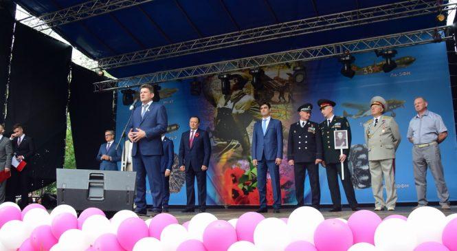 Как городская и областная власть поздравляла запорожцев с Днем Победы (ФОТО)