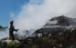 В Запорожской области случился сильный пожар: горела свалка