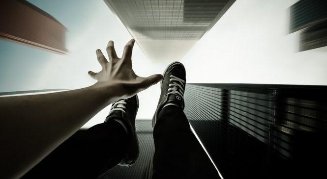 В Запорожье девочка упала в котлован недостроенной многоэтажки