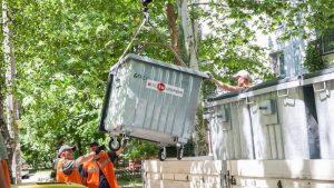 В Запорожье начали устанавливать мусорные баки европейского типа