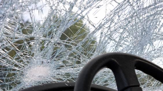 В Запорожской области водитель Жигулей на большой скорости протаранил ограждение детской площадки (Фото)