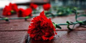 В Запорожье горожане провели в последний путь погибших в ДТП маму с дочкой
