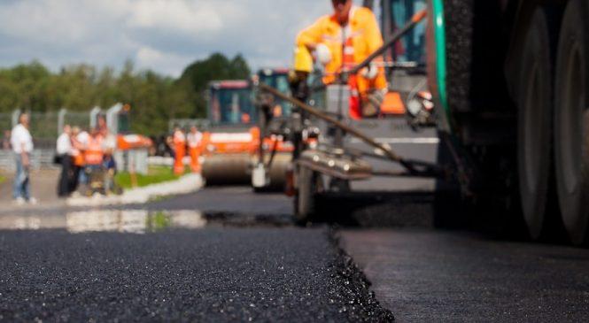 «Власть в свой адрес слышит много критики»: глава области проверил темпы строительства и качество ремонта автодороги на запорожский курорт
