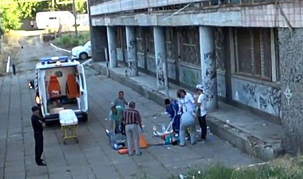 В Запорожской области подросток погиб, сорвавшись с 8 этажа
