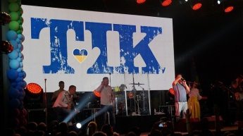 В Запорожской области на открытии курортного сезона выступила известная украинская группа (фото)