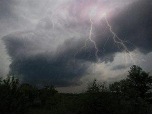 Служба спасения предупреждает запорожцев о дождях с грозой