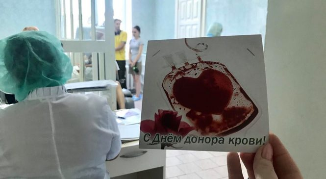 К сдаче крови во Всемирный день донора присоединился запорожский депутат (фото)