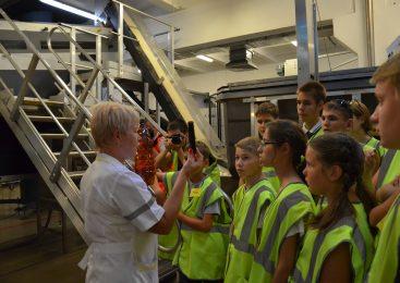 Запорожским детям показали, как производят квас, и научили правилам первой помощи