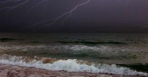 Сегодня на Азовском море штормовое предупреждение — ожидается дождь с грозой