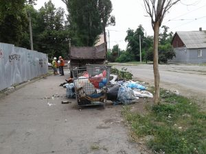 В Запорожье активно убирают стихийные свалки (фото)