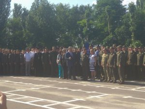 Президент в Запорожье: Петр Порошенко посетил воинскую часть и изучил быт военных
