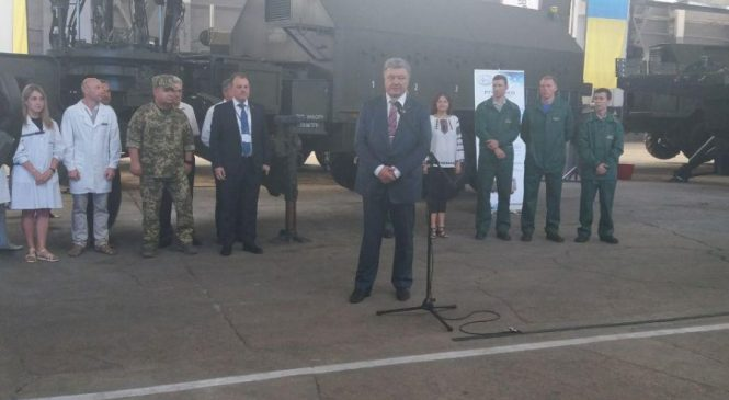 Президент в Запорожье: Петр Порошенко отметил вклад НПК «Искра» в обороноспособность страны