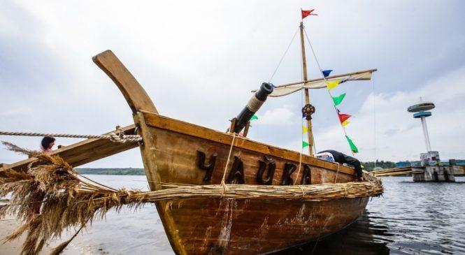 В Запорожье воссоздают казацкую лодку-дуб по старинным чертежам (ВИДЕО)