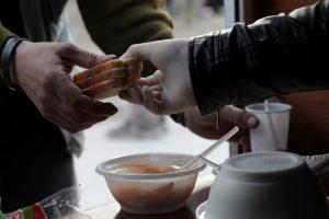 В одном из городов Запорожской области будут каждую неделю кормить бездомных