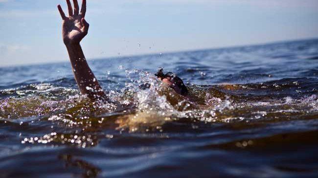 На Запорожском курорте чуть не утонула отдыхающая: женщина поплыла за надувным кругом