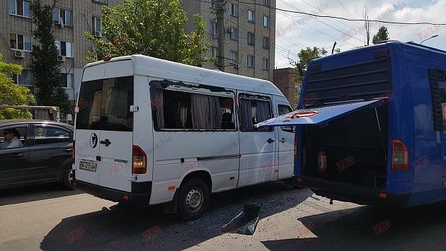Через нелегальних перевізників у Бердянську сталося ДТП (фото)