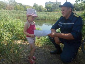 Запорожские спасатели рассказали отдыхающим у водоемов всех возрастов  правила безопасности (ФОТО)