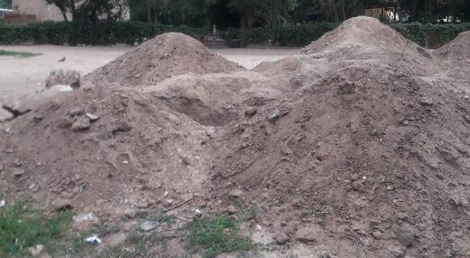 У Запорізькій області з'явилася дивна яма (фото)