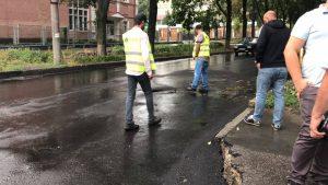У Запоріжжі чиновники спробували пояснити чому асфальт поплив разом з дощем