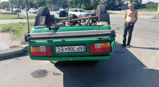 Появились подробности ДТП с перевернутыми «Жигулями» в Запорожье (Фото)