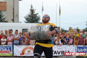 На Запорожском курорте прошел популярный чемпионат по силовому экстриму