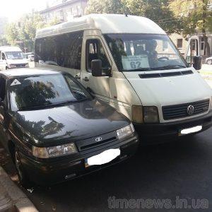 У Запоріжжі чергове ДТП з громадським транспортом — маршрутка протаранила два легковика