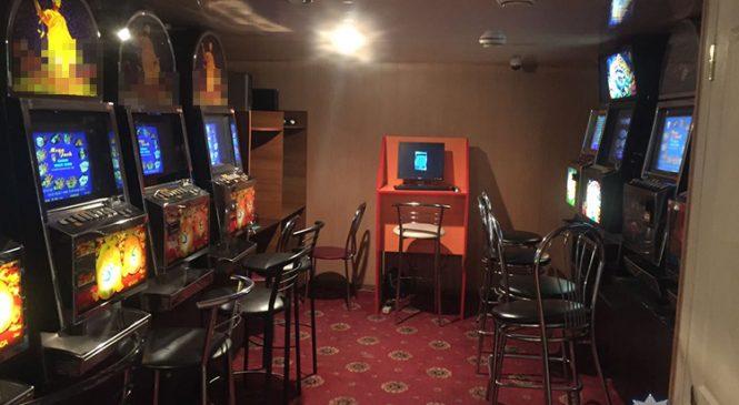 Карты, деньги и 7 игровых автоматов: в Запорожской области закрыли нелегальных игорный зал