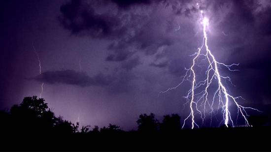 У Запорізькій області блискавка двічі влучила у людей