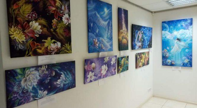 «Вселенная внутри нас»: в Запорожье открылась выставка художницы Анны Стешенко