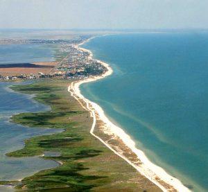 В сети появились впечатляющие кадры морского побережья запорожского курорта (Видео)