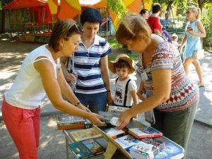 В Запорожье детей с родителями развлекали на 13-ти «библиотечных площадках» (ФОТО)