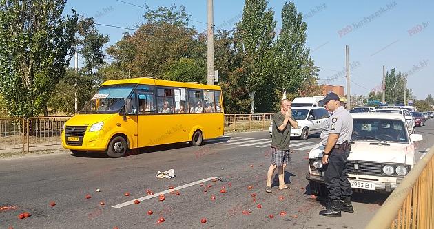 У Запорізькій області автівка на переході збила жінку (фото)