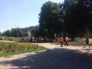 Работники Кальцева снова вышли в сквер Яланского в Запорожье (Фото)