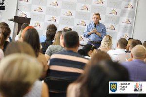 У Запоріжжі львівські чиновники розповіли про те, як правильно розвивати місто